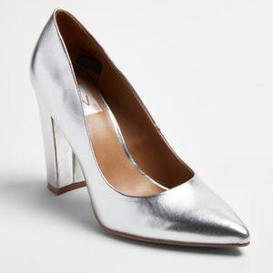 NWT. Block Brie silver heels 👠
